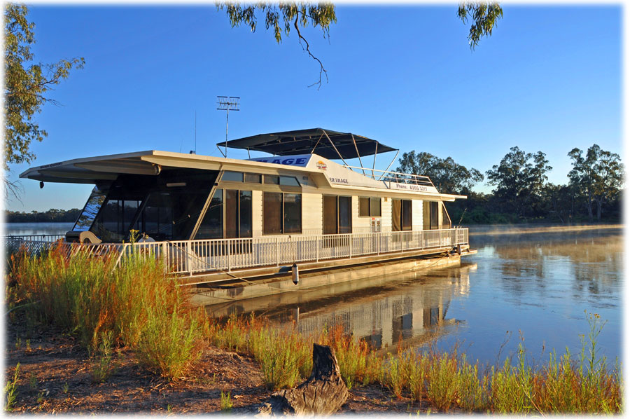 River Image houseboat moored at Renmark