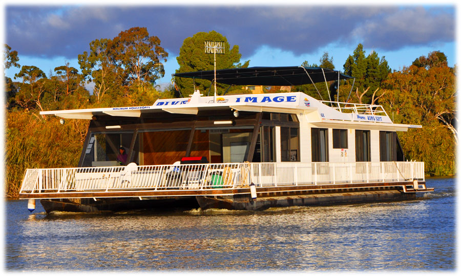River Image houseboat on Murray River SA