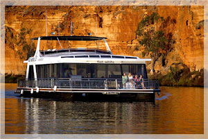 White Houseboats Mannum South Australia