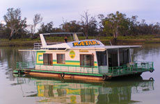 Green and Gold Houseboats Murray River